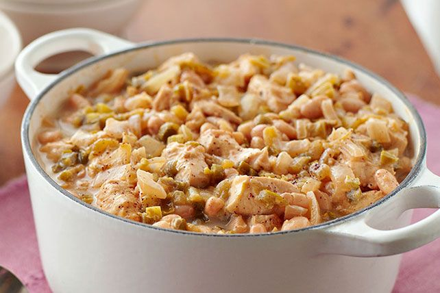 Our fans are always looking for new chili recipes, so we've come up with one more chili recipe to try!  Made with chicken, white beans and cheese, this VELVEETA Cheesy Chicken Chili is sure to become a fan favourite.