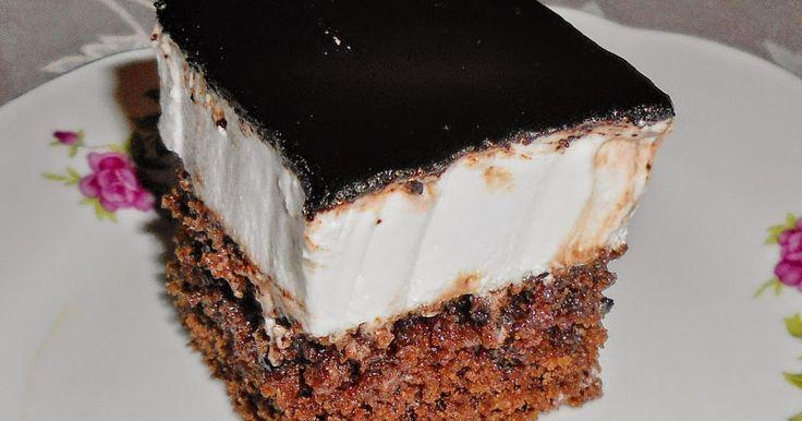 Kakaós kevert tészta főtt tojáshabbal és csokival a tetején