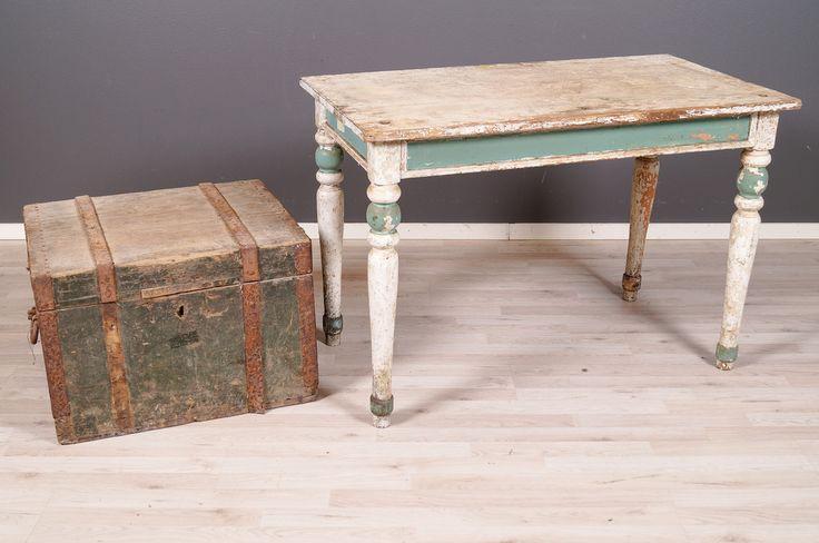 2055 Arkku ja pöytä