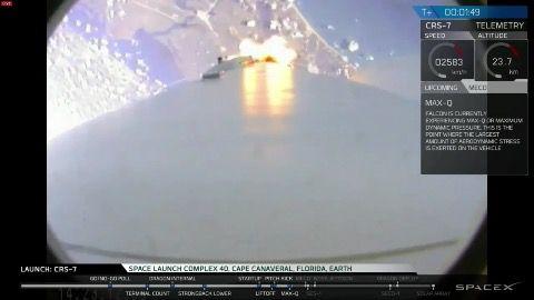 Die Raumfähre Dragon des US-Raumfhrtunternehmens SpaceX ist kurz nach dem Start…