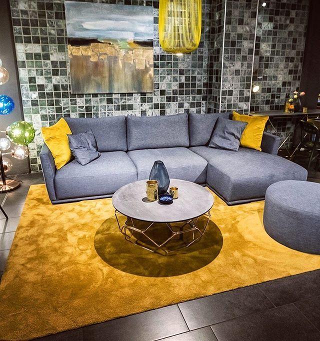 Neue Sofas Im Mai Wir Haben Gerade Einige Ausstellungsstucke Bis Zu 50 Reduziert Darunter Auch Sofa Loona Fur 1 290 St Sofa Design Sofas Ausstellungsstuck