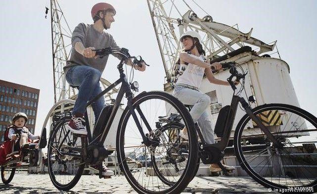 يعتبر ركوب الدراجات من أكثر الرياضات متعة للكبار والصغار إضافة إلى ذلك من الممكن اعتمادها كوسيلة نقل سهلة الاستخدام لا تكلفك سوى خسارة السعرات Bicycle Vehicles