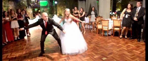 En América Latina se celebra la transformación de una niña en mujer con la tradicional fiesta de 15 años. Según el protocolo la quinceañera entra al s...