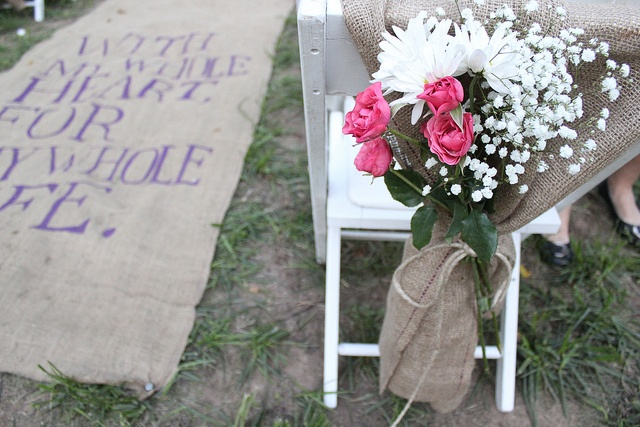 look at that fabulous burlap walk with painted quote for outdoor wedding. Adorable!