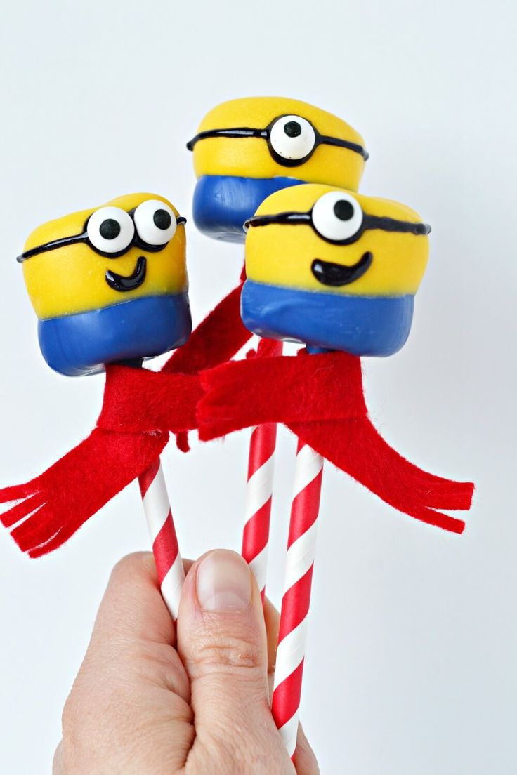 These Minion Marshmallow Pops are a fun and easy treat that will delight your kids as much as the Despicable Me 3 movie itself! #DM3family #DespicableMe3 #Ad
