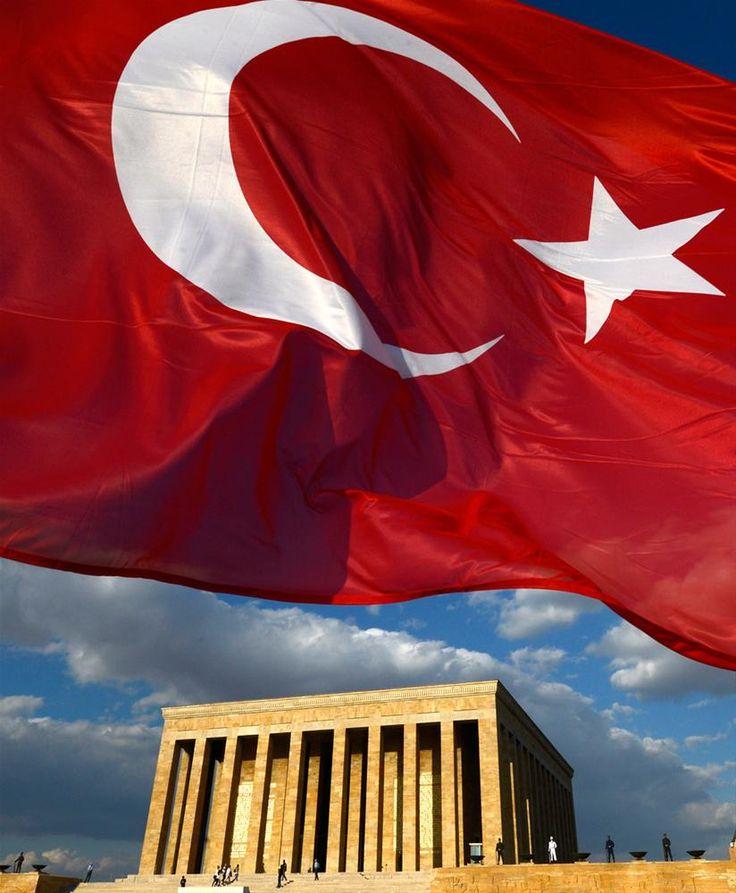 Gönderine en çok yakışan bayrak.. : Anıtkabirde 63 yıllık gönderde nöbet değşikliği.