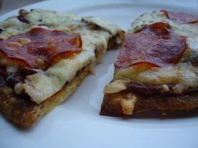 """Jeg har prøvd meg på mange lavkarbo pizzabunner siden jeg først begynte med lavkarbokostholdet. Mange """"pizzaer"""" har endt opp som en slags om..."""