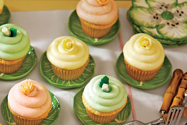 Sweet on Citrus Desserts: Lemon Sherbet Cupcakes with Buttercream Frosting