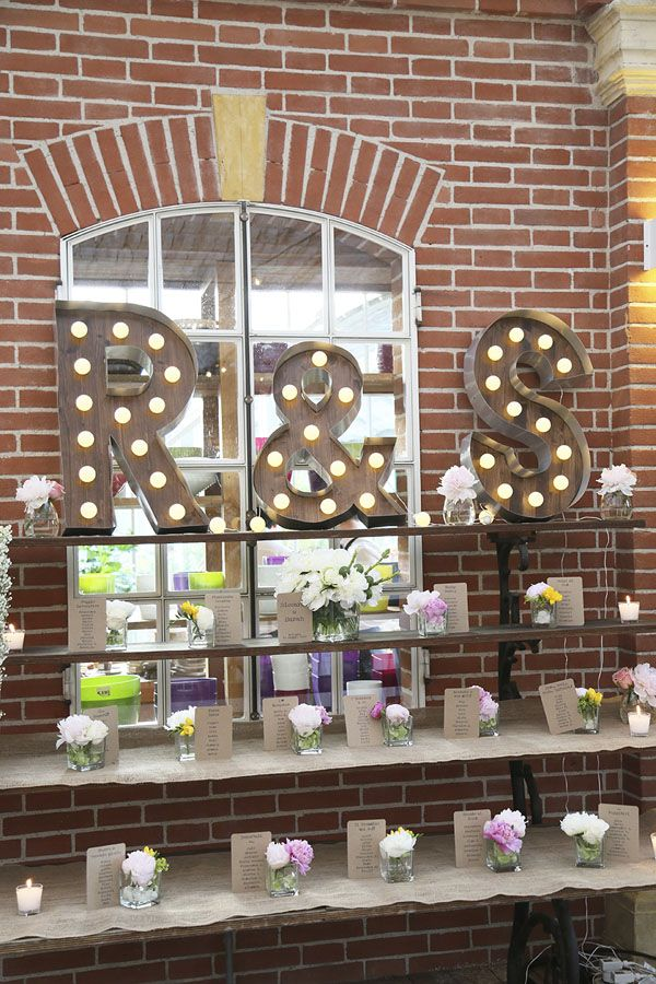 colorful flowers and diy marquee letters http://weddingwonderland.it/2016/06/matrimonio-in-serra.html
