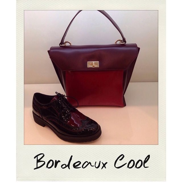 Penelope bag and Cyprus laced shoes, in nice burgundy shade, by Tosca Blu