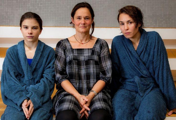 Tehilla Blad, Pernilla August, Noomi Rapace • Wykluczeni (2010) Svinalängorna
