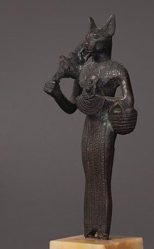 La déesse Bastet jouant du sistre Basse Époque (664 - 332 avant J.-C.)  | Site officiel du musée du Louvre