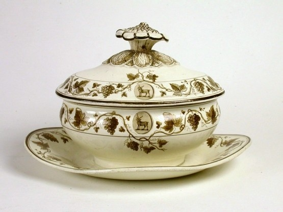 Bedford Grape Set - gravy dish & cover, © Wedgwood Museum