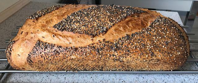 Skagens Brød - Bagt i Hul-Form i Electrolux Dampovn . Tidligere har jeg lavet et Skagens Brød i Brødform, men denne gang er d...