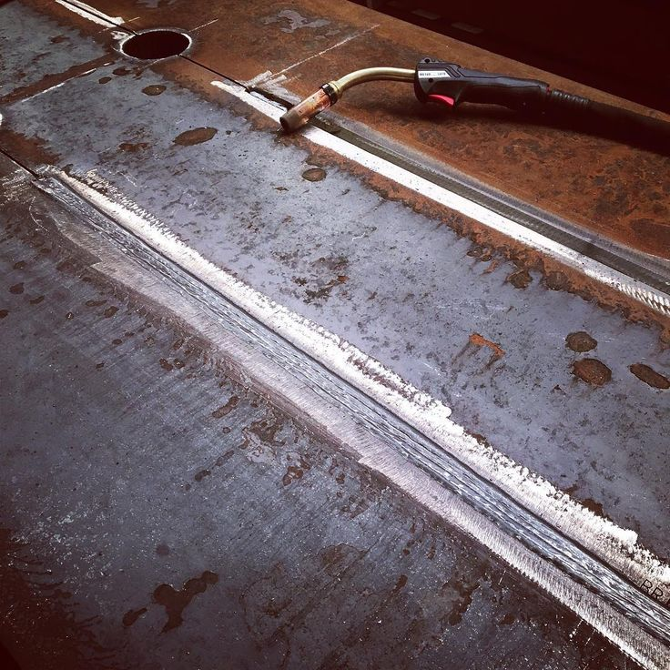 Filling up that V-groove (10 weld passes)#weld #welders #weldporn #welding #welder #arcwelding #mig #tig #smaw #gtaw #gmaw #arc #steel #iron #ironwork #pipewelder #construction #weldlife #workingclass #instadaily #steel #inox #bluecollar #weldernation #weldeverydamnday #pictureoftheday #millerwelders #esab #follow4follow #weldinglife @patrick_brasseur @gmaw_welding_belgium