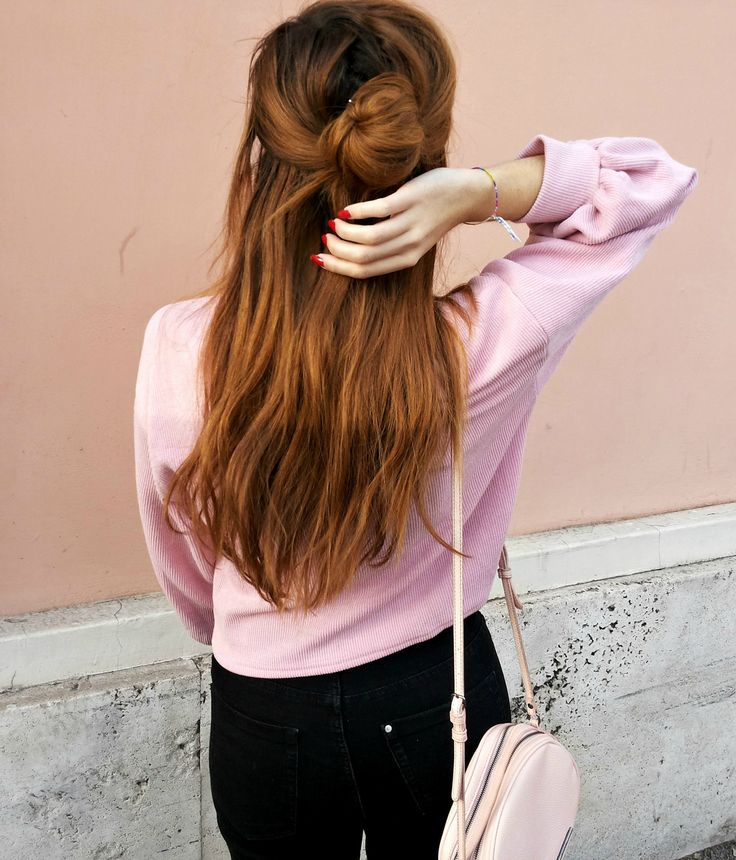long hair hairstyle idea - half up half down - brandy melville girl - pink - streetstyle fashion - minimal outfit - wavy hair