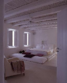 Bedroom -- House in Sifnos - couldn't be anything but white and blue, so effortlessly integrated in the landscape, it seems it always belonged there! : s-tia