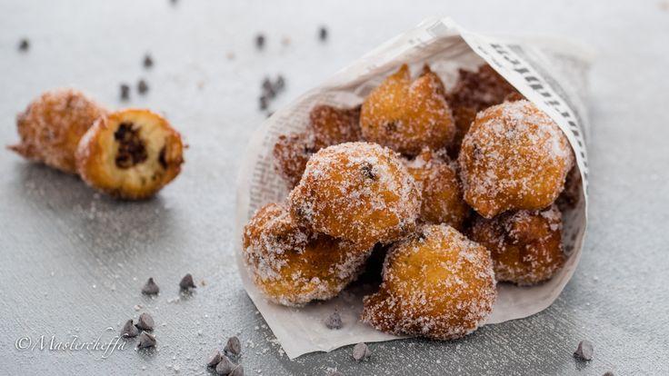 Leggi come prepare delle frittelle morbidissime al cioccolato perfette, che conquistano grandi e piccini!