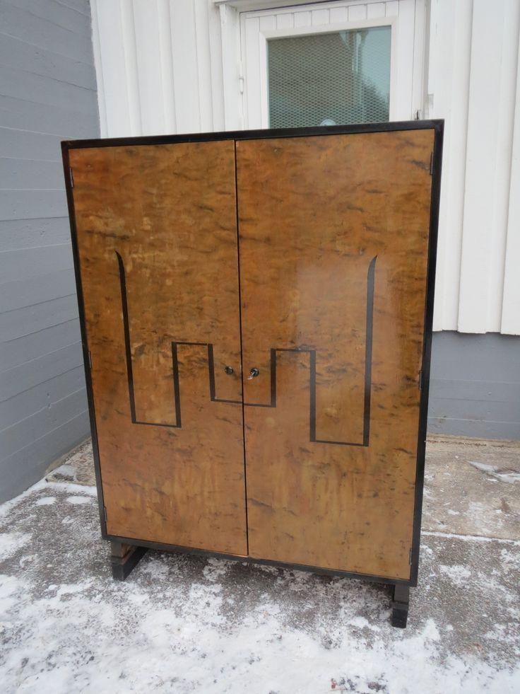 30 luvun art deco vaatekaappi j m kk pinnoissa on hiukan sanomista k ytt kuntoinen sis ll. Black Bedroom Furniture Sets. Home Design Ideas