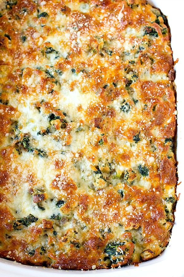 Cheesy Sausage Spinach Breakfast Casserole~ This sounds like a tasty and easy breakfast for all those holiday guests! #food #recipes