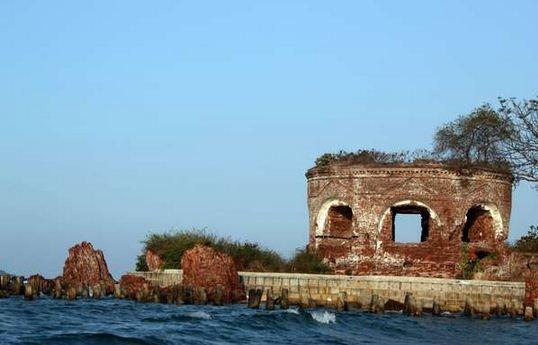 Benteng martello di pulau bidadari - kepulaun seribu