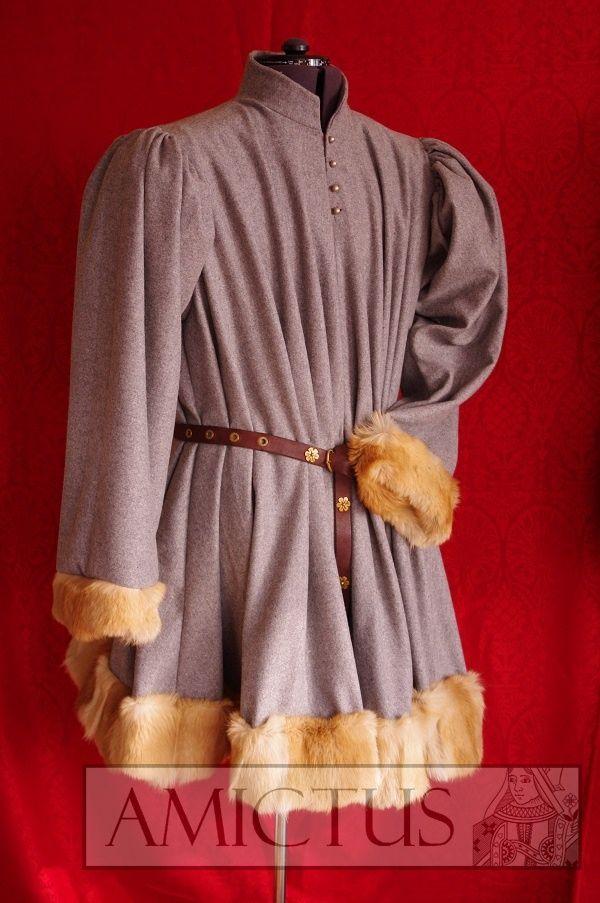 Szata męska (fr. robe) uszyta z sukna wełnianego i wykończona futrem. Druga połowa XV wieku.