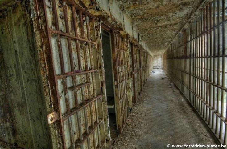 """Результат пошуку зображень за запитом """"prisoner building"""""""