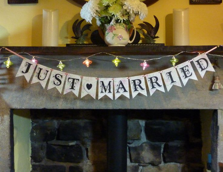 Just Married Bunting, Wedding Cards Bunting, Wedding Bunting, Wedding Signs, Flag Bunting, Rose Bunting, Reception Sign, Reception Bunting by GardenStudioCrafts on Etsy https://www.etsy.com/uk/listing/233269563/just-married-bunting-wedding-cards