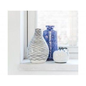 Hangemaakte vaas in het blauw