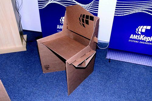 Nossos móveis de papelão no estande