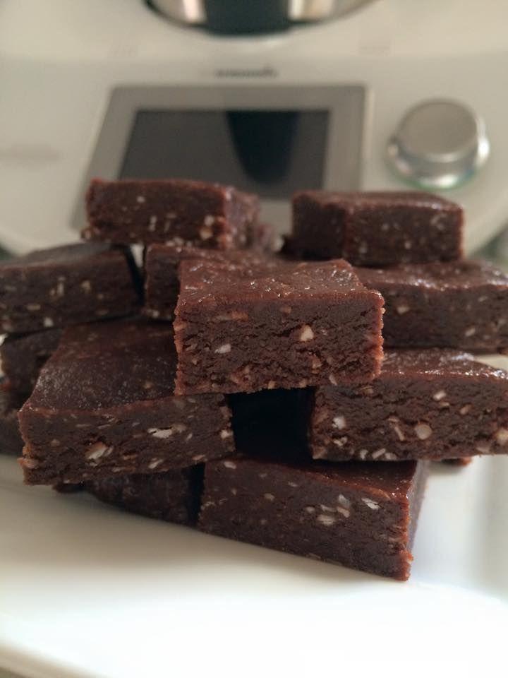 Raw Brownie Slice and Raw Crunchy Brownie Balls — ThermOMG