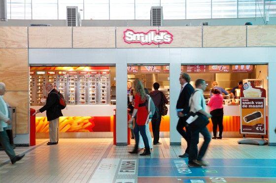 Snackbar smullers in het centraal station utrecht richting jaarbeursplein 40 gevelreclames - Winkel balkon leroy merlin ...