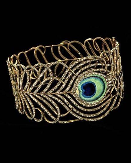 peacock motif: Art Nouveau collar, circa 1900, by Mellerio dits Meller, France, 18 karat gold, enamel, diamonds.
