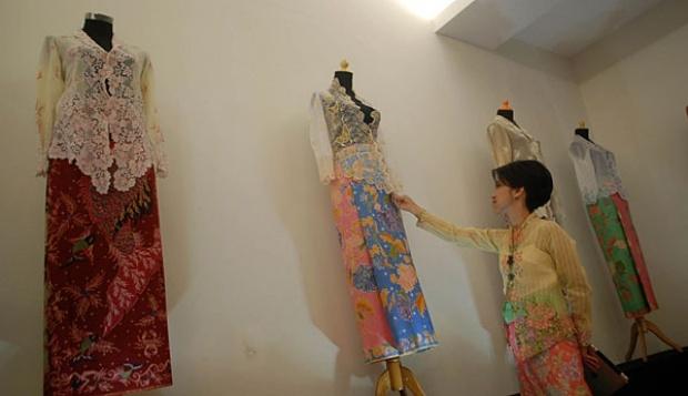 Batik dan Kebaya Encim