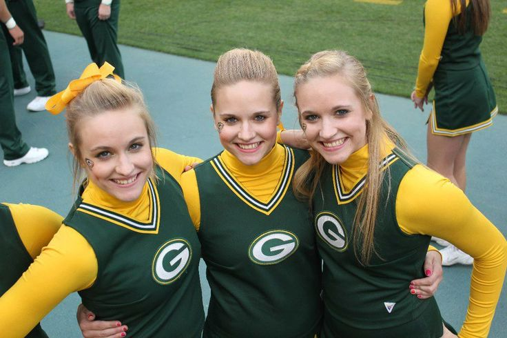 packers cheerleaders images | Hannah, Gabrielle and Leah Buege perform during a Green Bay Packers ...