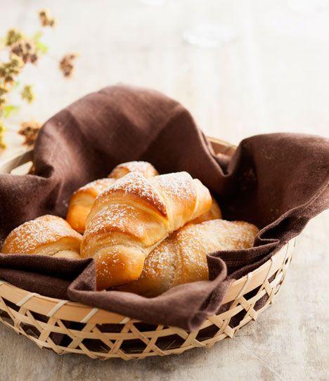 Kærnemælkshorn er en skøn mellemting mellem brød og kage og passer perfekt til en god kop kaffe eller te