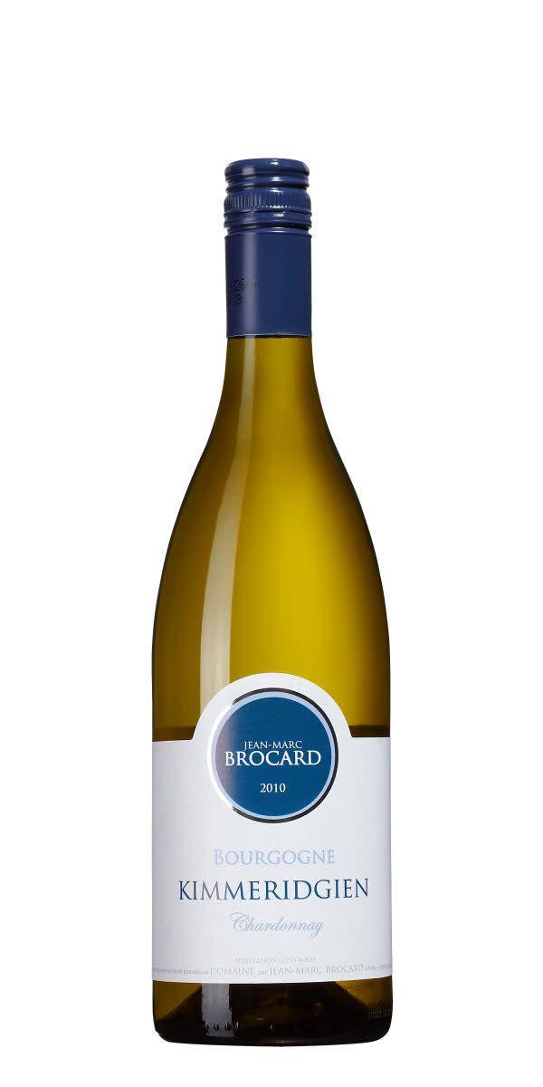 Kimmeridgien är jordmånen som i Chablis och ger vinet en tydlig mineralitet. Vinet visar också en fruktig och frisk stil men inslag av citrus och äpplen.