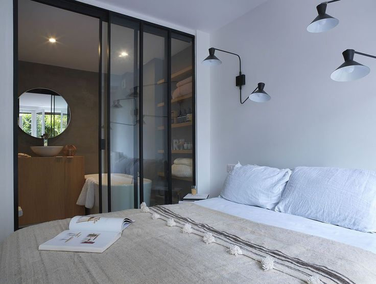 12 best petits espaces images on pinterest small apartments modern apartments and small flats. Black Bedroom Furniture Sets. Home Design Ideas