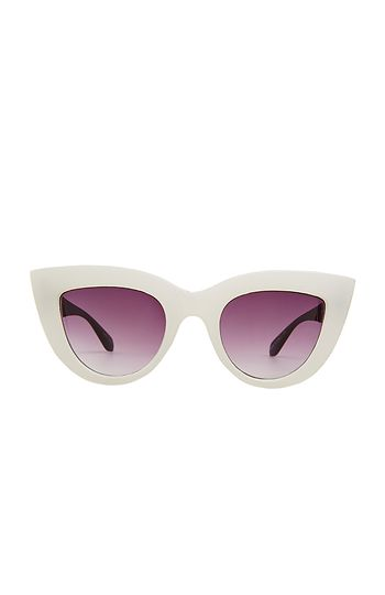 Quay Kitti Sunglasses in White | DAILYLOOK