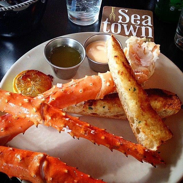 Seatown: Alakan Red King Crab Legs and Garlic Bread #alaskankingcrab #redkingcrab #alaska #seattle #seatown #pikesmarket #tomdouglas #seattlerestaurants #food #foodie #foodblog #foodblogger