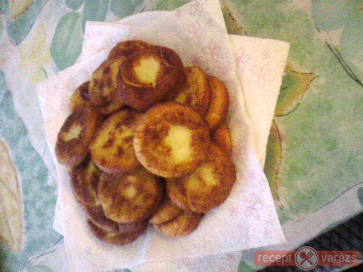 Zsírban sült krumplis pogácsa recept képpel, a hozzávalók és az elkészítés pontos leírásával. Készítsd el akár 2, vagy 12 főre, a Receptvarazs.hu ebben is segít!