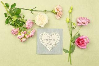 Simpel, chique en rustiek #trouwkaart #trouwkaarten #rvsp #save #the #date #tekst #huwelijksuitnodiging #trouwen #bruiloft #inspiratie #wedding #invitation #stationery #inspiration   ThePerfectWedding.nl   Trouwkaart verkrijgbaar bij KaartopMaat.nl