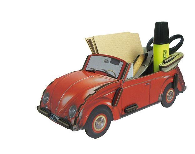 VW KEVER  CABRIO   € 17,95 De Volkswagen Kever als brieven- pennenbakje is gemaakt van hoogwaardige MDF platen. Eenvoudig in elkaar te zetten en supersterk. Werkhaus maakt haar producten op een sociale en milieuvriendelijke wijze.