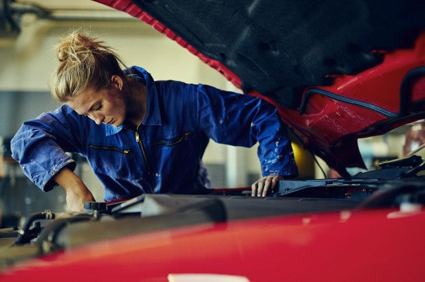 Despite Challenges Women Are Taking Control In The Auto Industry Automobile Industry Auto Repair Repair
