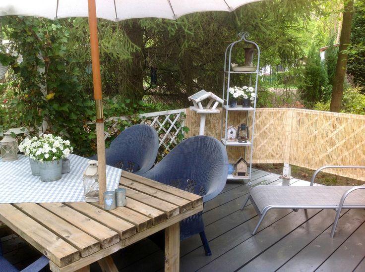 Diessen op de veranda aan de voorzijde lekkere ruime tafel zelf gebouwd om gezellig met - Houten stoelen om te eten ...