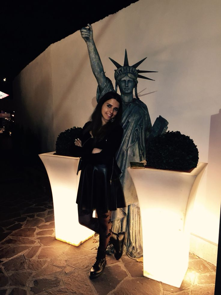The Dark lady and the Statue