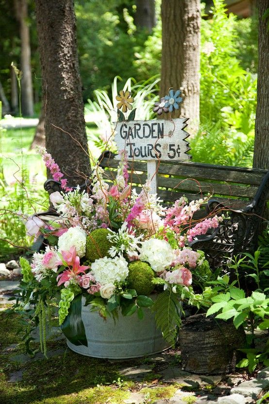 love the bouquet love the container: Summer Flowers, Gardens Ideas, Floral Design, Wash Tubs, Gardens Signs, Cut Gardens, Gardens Wedding, Gardens Tours, Gardens Benches