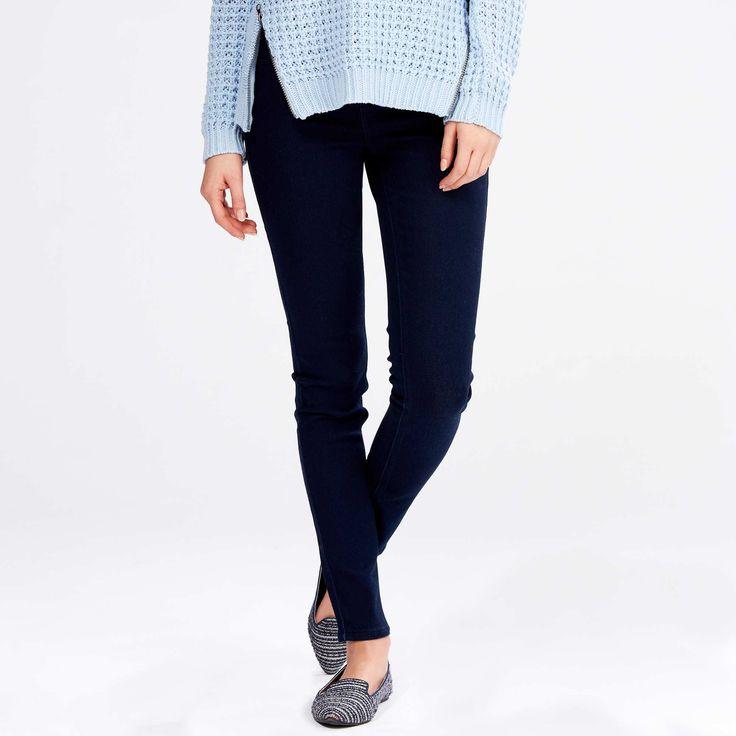 тёмно-синие джинсы