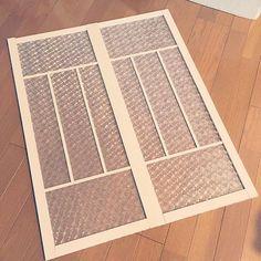 雪の降る地域の窓辺に取り入れられている二重窓は、結露の防止効果があり断熱性がバツグン。お部屋の保温効果があります。そんな二重窓・内窓を、ホームセンターで売っているプラダンを使って簡単にDIYできるんですよ!隙間風を防ぐので風邪予防にもなり、暖房機器を使わなくても十分に暖かいので電気代の節約にもつながります。激安に自作できるので、ぜひご自宅に取り入れてみてください。二重窓の作り方をご紹介します♪ | ページ1