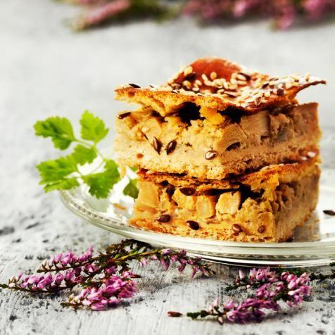 Isoäidin tattipiirakka - Granma's Mushroom Pie. Food & Style Susanna Katajisto Photo Heidi Strengell. Maku 4/2012.